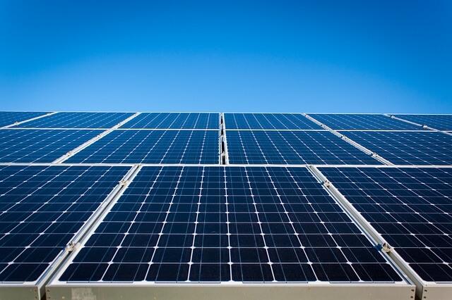 התקנת פאנלים סולאריים להוזלת עלויות צריכת החשמל