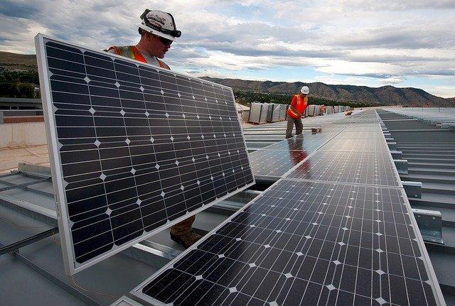 בניית מערכת סולארית ביתית: לשמור על סביבה ירוקה ונעימה